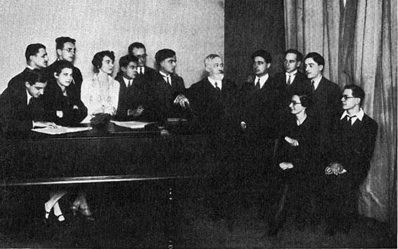 la_classe_de_paul_dukas_en_1929_copyright_musicologie.org.jpg