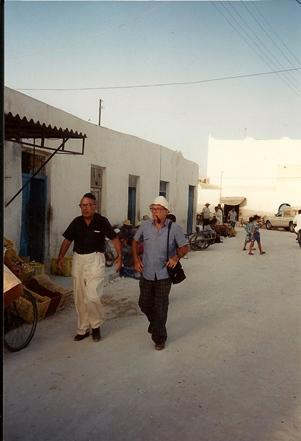djerba_simha_arom_et_israel_adler_ds_rue_du_gd_quartier_1994-09_redim_25_.jpg