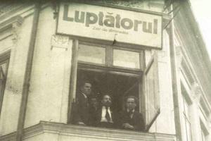 1._i_179_leon_algazi_a_la_fenetre_du_journal_luptatorul_bucarest_1920_recadree_lumiere_300px_larg.jpg