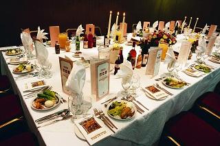 table_dressee_seder_de_pessah_redim_320px_larg.jpg